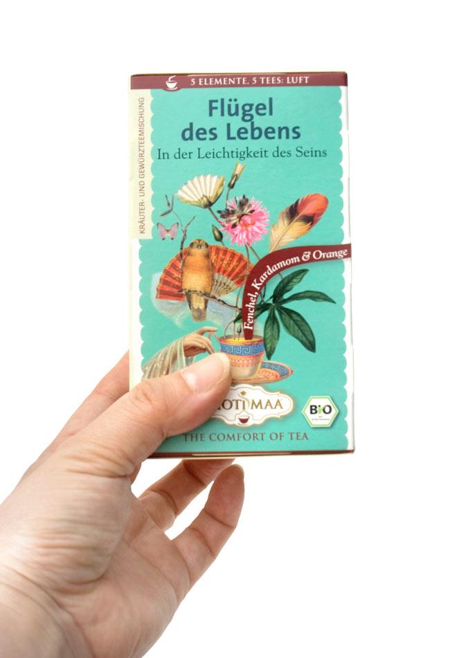 オーガニック ハーブ ティー  Life On Wings 〜Air〜 〜風よりも軽く〜  【Haris Treasure】 2 - 手に持ってみました。1箱に16包入っています。もちろん個包装です。