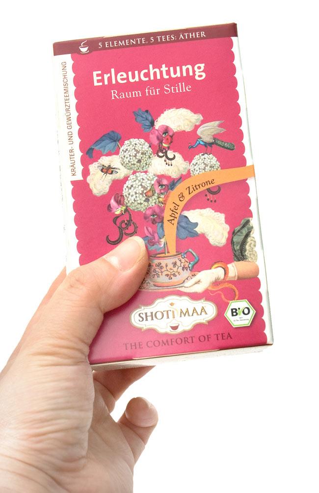 オーガニック ハーブ ティー Joyful Silence〜Ether〜静寂を感じて〜   【Haris Treasure】 2 - 手に持ってみました。1箱に16包入っています。もちろん個包装です。