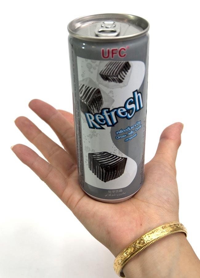 仙草 ゼリー ドリンク 缶[240ml]の写真2 - 大きさが判るように手に持ってみました