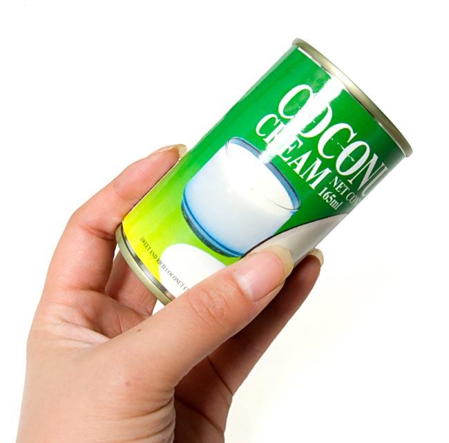 ココナッツクリーム[165ml] 2 - 手で持ってみるとこれくらいの大きさです。小サイズで、使い勝手がよいですよ。