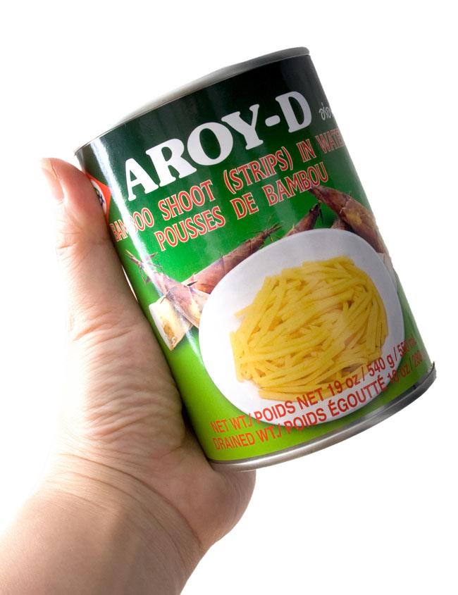 竹の子の水煮 細切り缶 [540g] 2 - 手に持ってみました