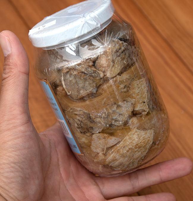 ライギョの塩漬け - パラーパション[454g] 3 - 中にはライギョの切り身がたっぷりと入っています