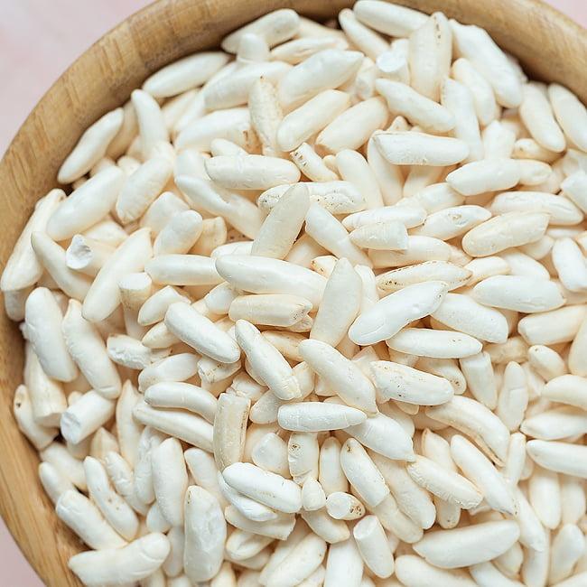 ライス パフ − Rice Puff 【100g 袋入り】 2 - お米が膨れて大きく、クリスピーになっています。実際にお送りするライスパフはこの写真のものよりもふわふわです。
