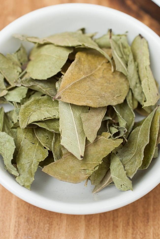 カレーリーフ Curry Leaves 【50gパック】(curry patta) 2 - いがらっぽい香りが料理に奥行きを与えてくれます