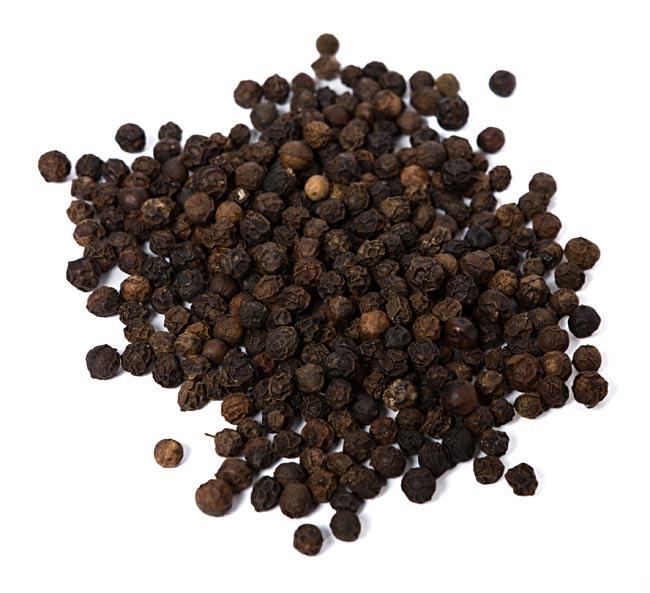 【オーガニック】ブラックペッパーホール - Black Pepper Whole 【20g】 2 - 中のオーガニック、ブラックペッパーを撮影しました