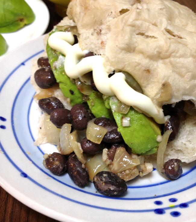 ブラック ビーンズ 缶詰 - Black Beans 【425g】 S&W 3 - パンに挟んだりスープにしても美味しいです。シンプルな塩味ですのでアレンジいろいろできます。