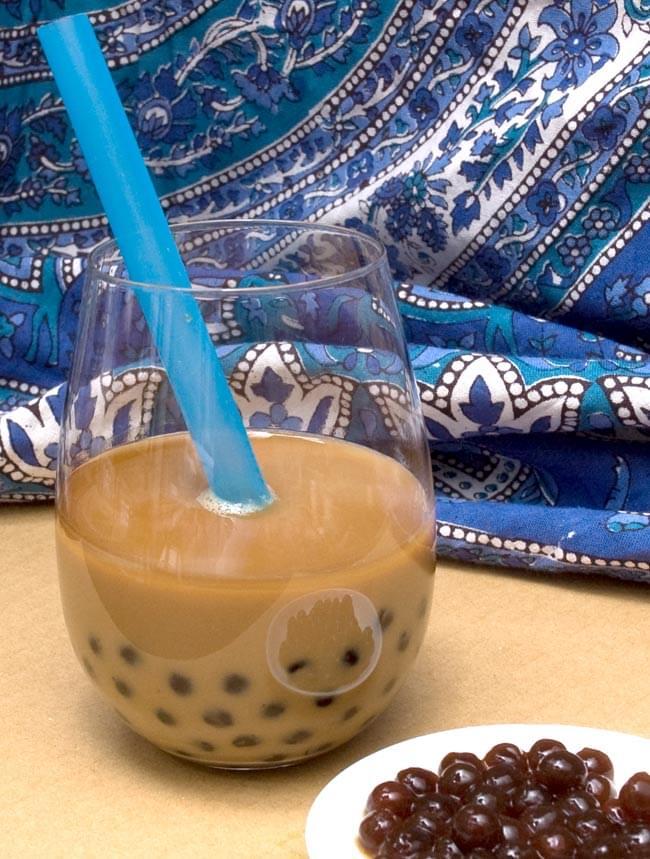 ブラック タピオカ 大粒 【180gパック】の写真4 - ミルクティーに入れました。たくさん食べられて幸せになります。