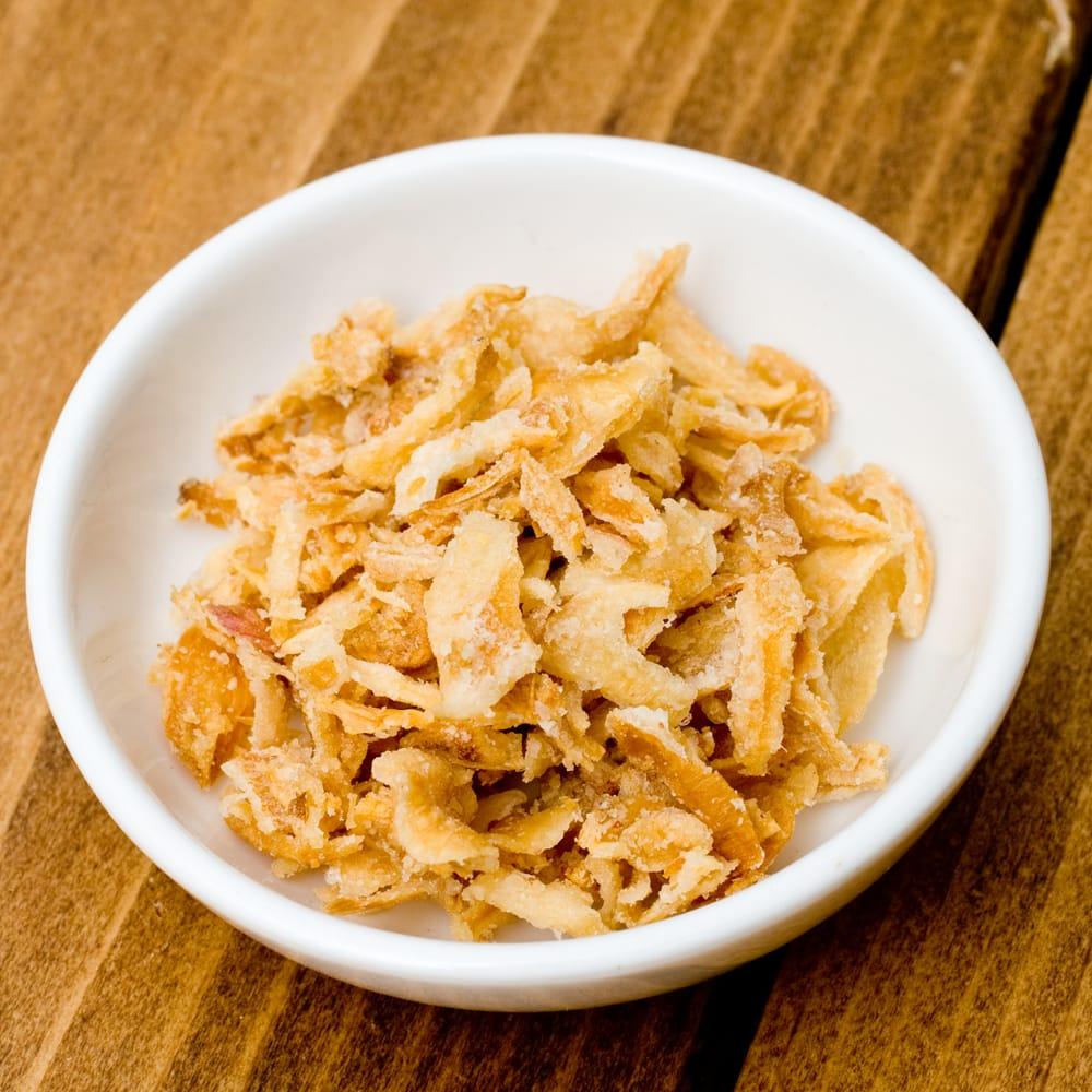 フライドエシャロット - Fried Eshallots Sliced【100gパック】 2 - チャーハンやスープ、サラダにカレーなんでもいけます。