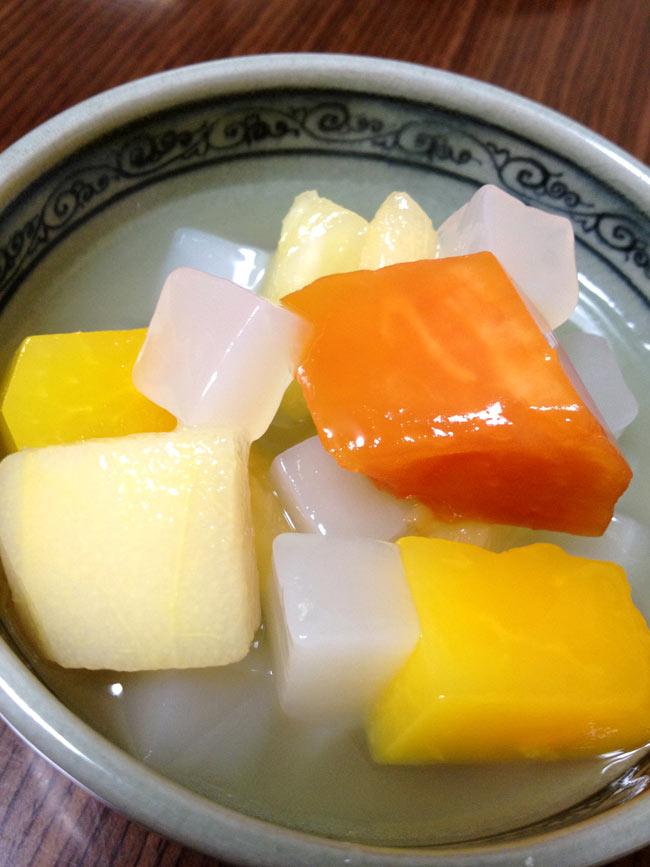 ナタデココ ライチジュース漬け【Panchy】 4 - トロピカルフルーツ缶詰と合わせてみました。南国なデザートの出来上がり。冷蔵庫でキリッと冷やしてどうぞ。