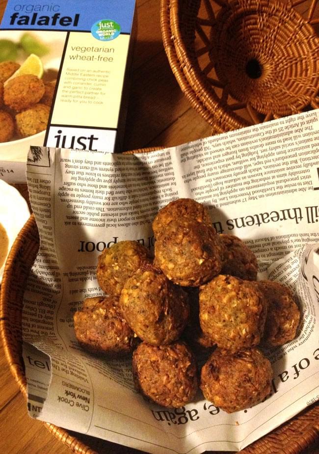 【オーガニック】ファラフェル ミックス - Falafel 【Just Wholefoods】 3 - カラッときつね色に揚げました。タヒニソース等を付けていただきます。そのままでも美味しいです。