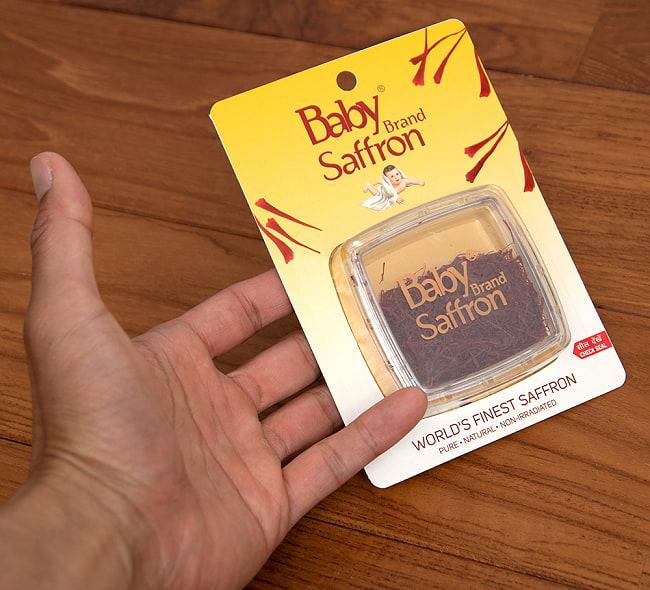 サフラン - Saffron 【5g】 5 - サイズ比較のために、手に持ってみました
