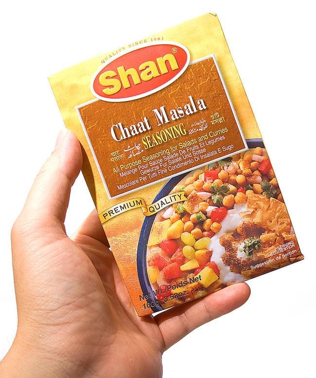 チャートマサラ シーズニング ミックス - 100g 【Shan】 2 - 手に取るとこれくらいの大きさです。こちらの黄色い箱でのお届けになる場合がございます。何卒、ご了承下さい。