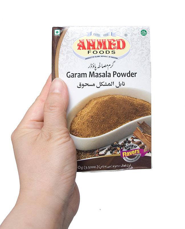 ガラムマサラ 100g  Garam Masala Powder 【AHMED】の写真2 - 手に持ってみました。このぐらいの分量が一番使いやすかもしれません。
