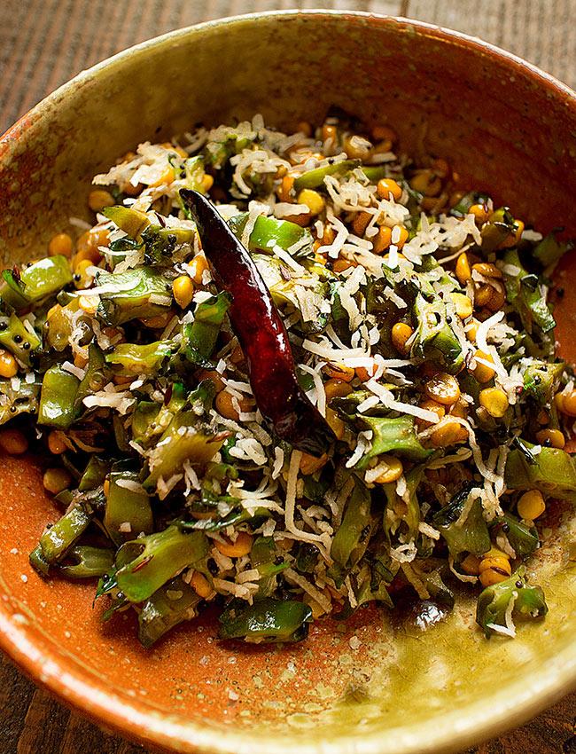 """フレッシュカレーリーフ - Fresh Curry Leaves 【15g】 7 - 使用例:ポリヤル <a href=""""http://recipe.tirakita.com/recipe/343/"""">レシピ</a>"""