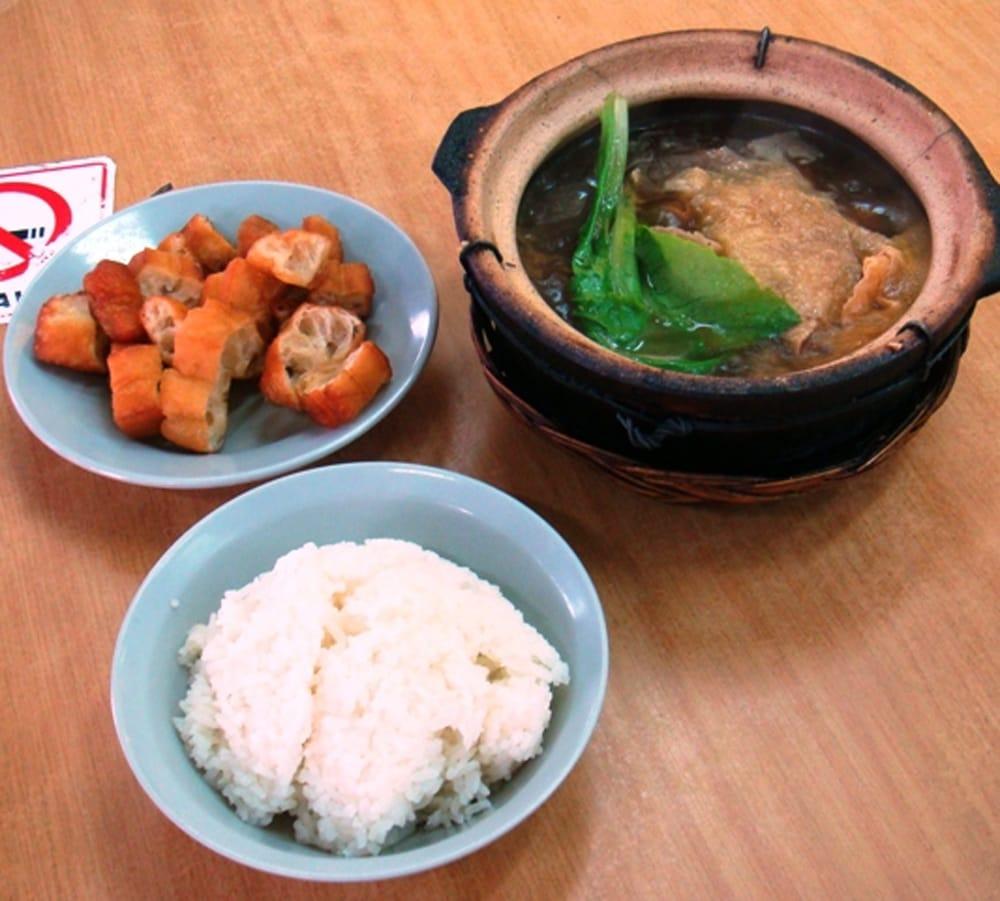 バクテーの素 - マレーシア薬膳スープ - BAK KUT THE 7 - シンガポールで出てくるバクテーはこんな感じだそうです(wikipedia)