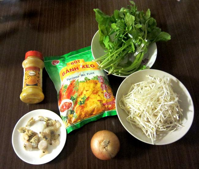 バインセオの粉 - ベトナムお好み焼き  3 - 準備は、緑の野菜、もやし、玉ねぎ、シーフードや豚肉を用意。ターメリックは、付属しています。