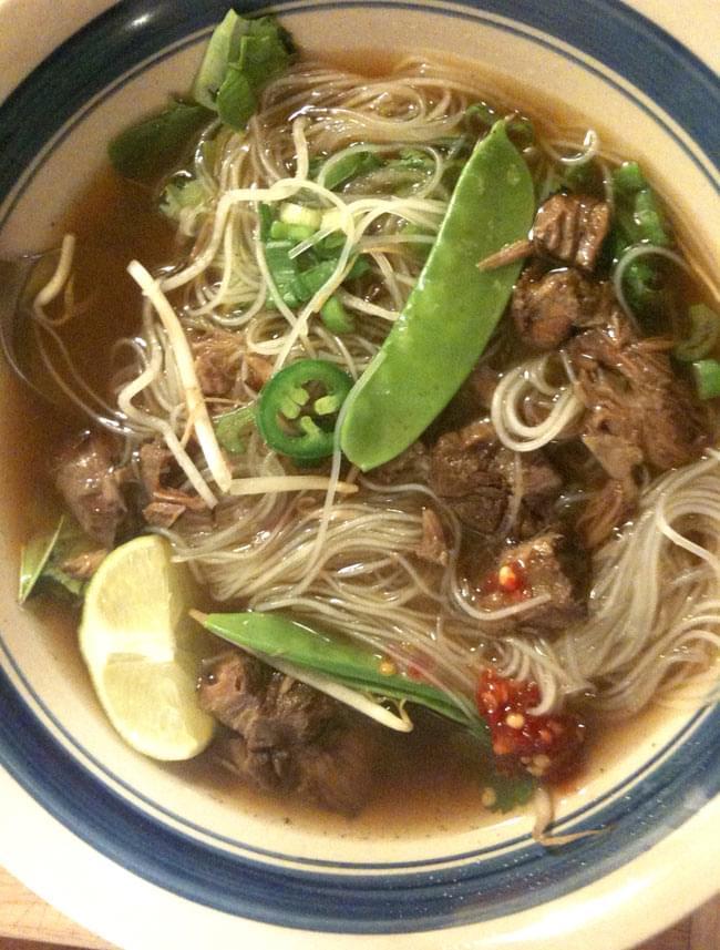 ブン (細麺ライスヌードル) ポーションタイプ - BUN 【BICH CHI】 3 - ブンはスープで食べたりもしますが、炒めたり、焼いたお肉を乗せてそのまま食べたりもします。また、くるくる巻料理の具にもなったりします。