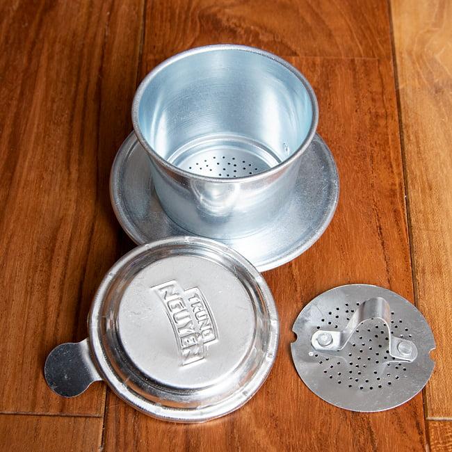 ベトナム コーヒー フィルター 【アルミ製】 4 - バラしてみました。ネジ式ではありませんので、粉をセットする時や後の洗浄処理が簡単です。