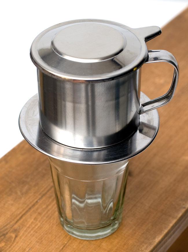 ベトナム コーヒー フィルター 【ステンレス製】 4 - 小さなカップの上に載せてみました。