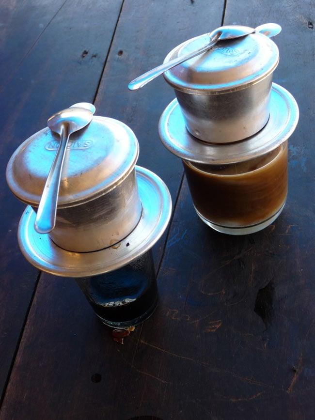 ベトナムコーヒー 赤ラベル (豆) 特選 ベトナム スペシャルブレンド [250g] 【KUKU】 2 - ベトナム式は、コップの上に直接おいてドリップします。濃厚で美味しいです。もちろんドリップでもいただけますよ。