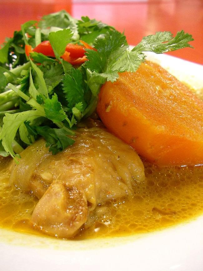 ベトナム カレーパウダー 【VIANCO】100gの写真2 - 大きめの肉と野菜がゴロっと入ったべトナムカレー。意外と甘口です。