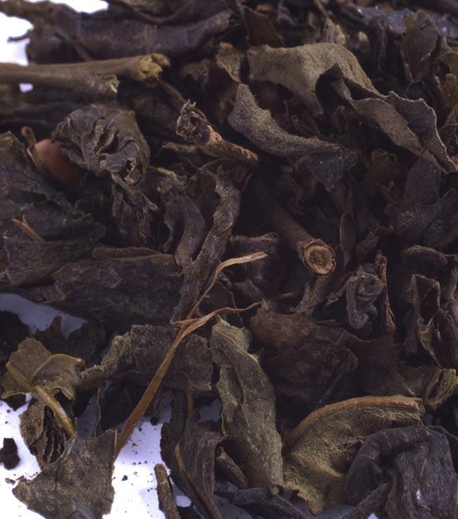 蓮茶 (蓮花茶) 茶葉タイプ 70g 【DANH TRA】 2 - 茶葉です。緑茶をベースに蓮の花と花弁が入っています。