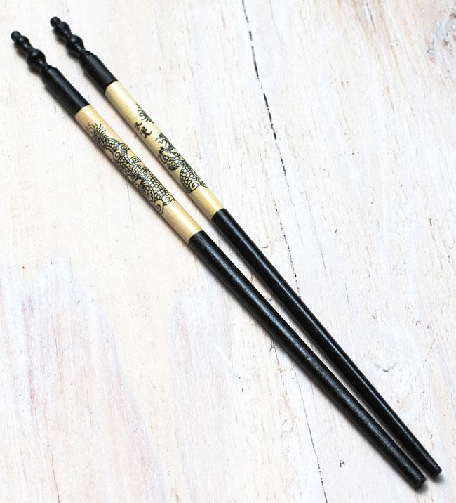アジアの箸[ドラゴン柄・黒]の写真