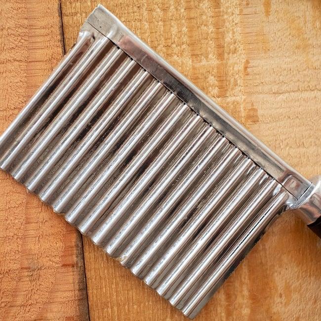 ベトナムのジグザグスライサー 19.5cm 4 - 波打った刃面が特徴的。