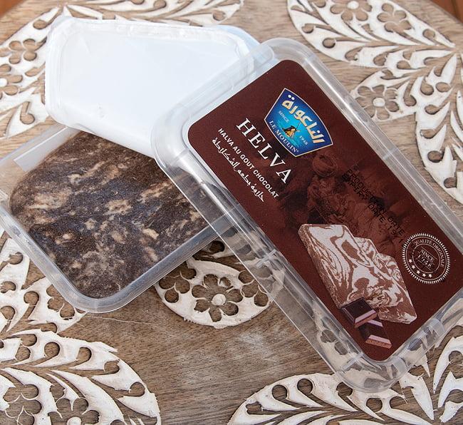 アラブのスイーツ ハルワ・シャミア - ゴマペースト チョコレート風味 200g  【LE MOULIN】 3 - 蓋を開けてみました