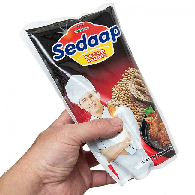 ケチャップマニス (甘口醤油) - Kecap Manis 【Sedaap】 詰替え用 3 - 550mlでたっぷり入ってます。