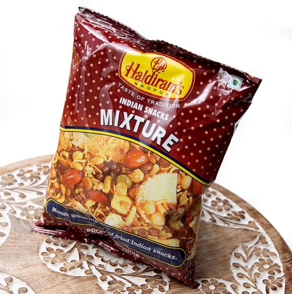 インドのお菓子 インド スナック ミックス - INDIAN SNACKS MIXTURE 2 - 斜めから撮影しました