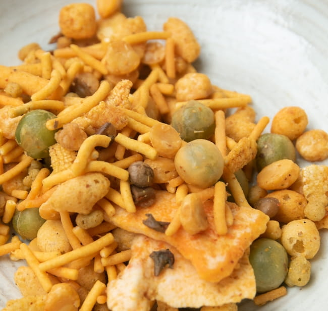 インドのお菓子 インド スナック ミックス - INDIAN SNACKS MIXTURE 6 - 揚げたお豆、ポン菓子、ナッツ、ベビースターみたいなスナックなど、いろいろなものが混ざったインド風スナックです