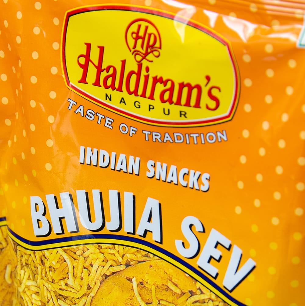 インドのお菓子 ひよこ豆粉で作ったヌードルスナック - ブジア セヴ - Bhujia Sev 3 - パッケージのアップです