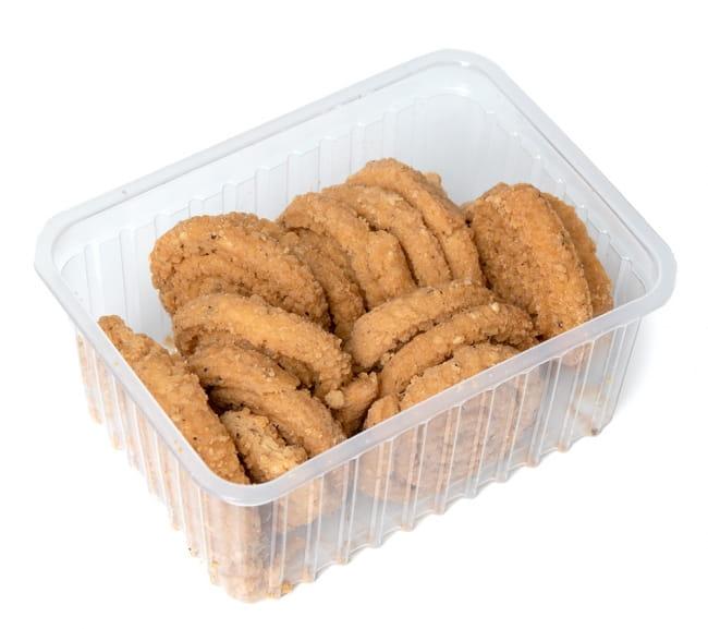 インドのスパイシークッキー ムルク - Murukku  7 - 1パックに結構いっぱい入っています。