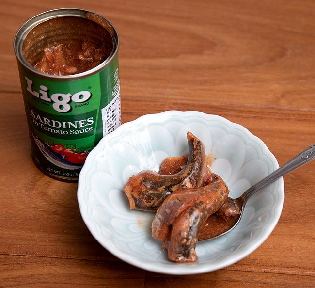 サーディン - いわしのトマト煮 チリ味 - SARDINES in Tomato Souce Chilli Added[155g] 5 - 別の味の缶の中を開けてみました。ふつうに美味しいサーディンでした♪