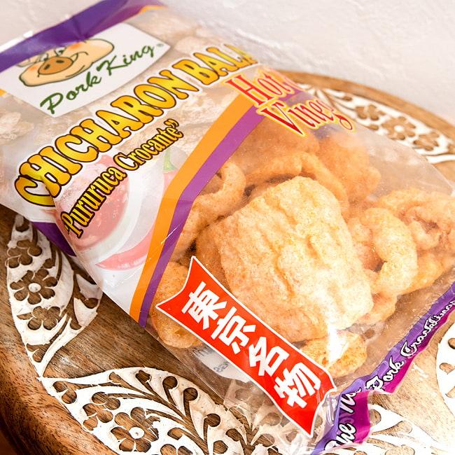チチャロン バラット - 豚皮の唐揚げ  CHICHARON BALAT ホット & ビネガー 【Pork King】 2 - 斜めから撮影しました