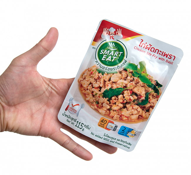 タイ・ガパオ - 鶏肉のガパオ炒め [115g] 〔OCTA〕 4 - サイズ比較のために手に持ってみました