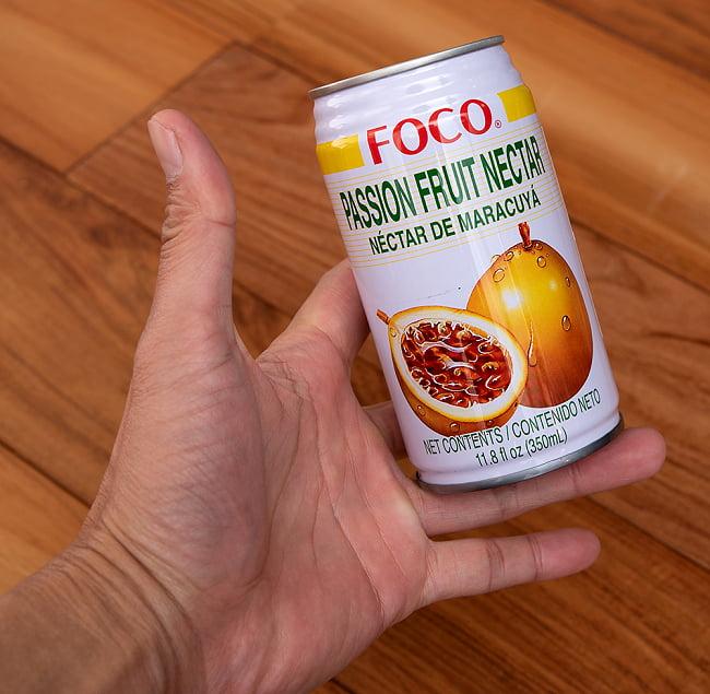 FOCO パッションフルーツジュース 350ml缶 4 - サイズ比較のために手に持ってみました