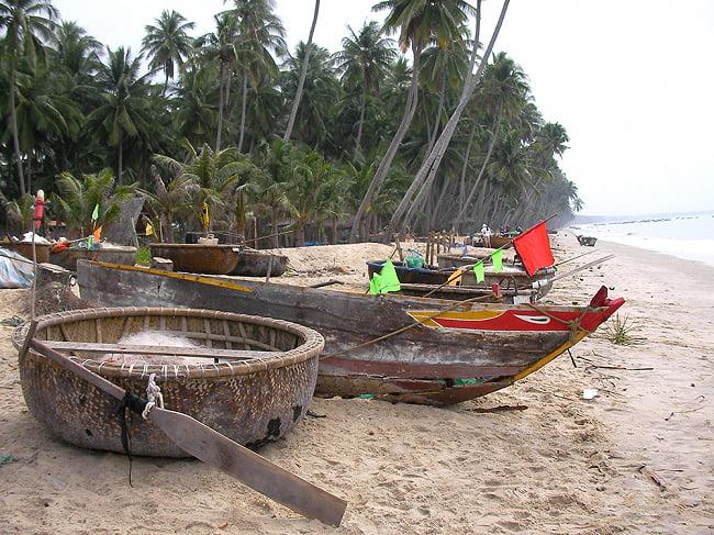 ニョクマム 500ml - フーコック島産 高品質 【HungThanh】 4 - ティラキタ買付班がフーコック島に行ってみました!!  いまだに竹でできた丸い船に乗って魚をとっていました!