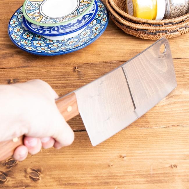 タイのチョッパーナイフ【KIWIブランド】 - Lサイズ 3 - 刃の重さを利用して振り下ろすようにしてスパッとカットします。