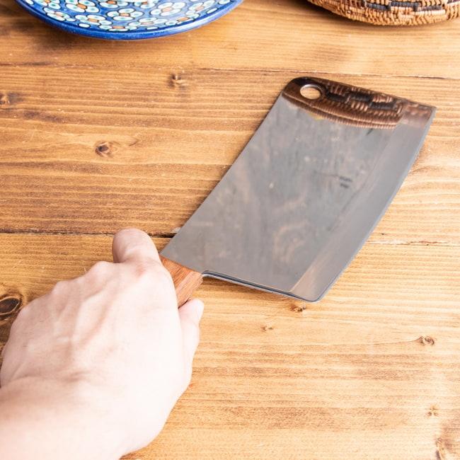 タイのチョッパーナイフ【KIWIブランド】 - Lサイズ 4 - 刃が幅広なので切った食材を包丁に乗せて運びやすいのも嬉しいポイントです。