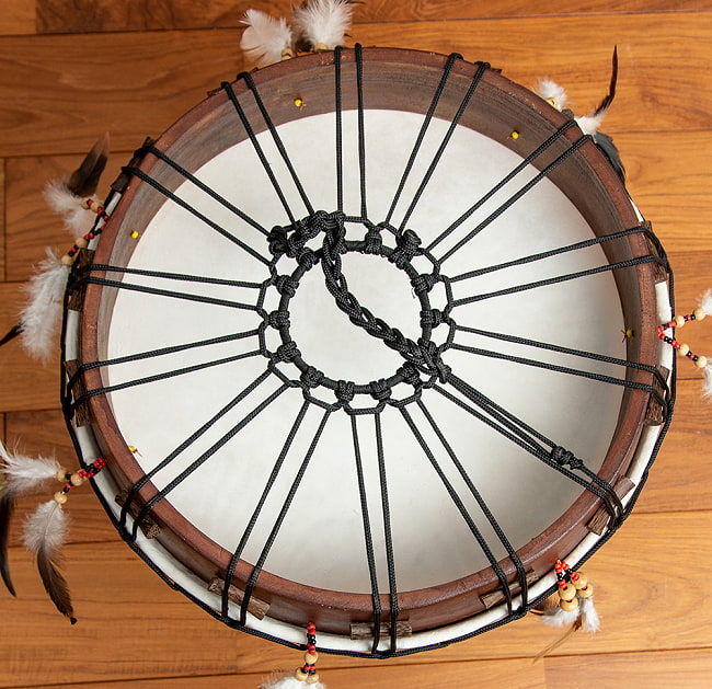 フェザーつきネイティブドラム - rebana 外径41cm程度 5 - 別のアングルからのアップです