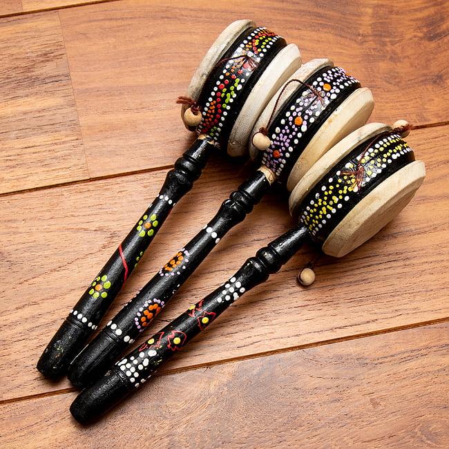インドネシアのでんでん太鼓 8 - 【選択:A 黒系】はこのような中から、お一つ選んでお送りいたします。