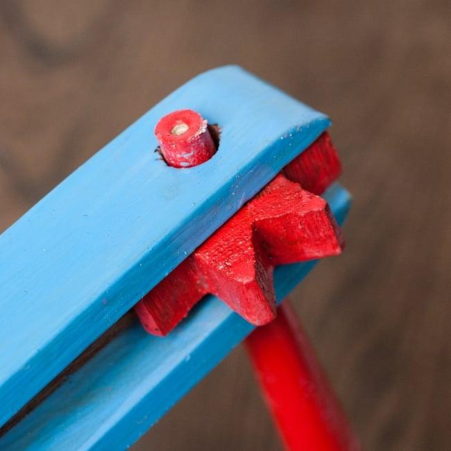 ロータリーパーカッション 【ペイント】 2 - 歯車が薄い木の板を弾いてパチパチと勢いの良い音を鳴らします。