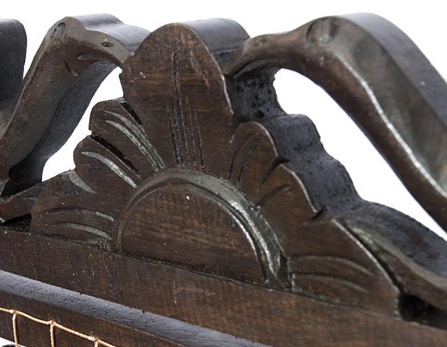 バリ島のハンガーチャイム【25cm×35cm】の写真2 - 中心の拡大写真です。手作りの商品為、彫り方に1点1点違いがあります。あらかじめご了承下さいませ。