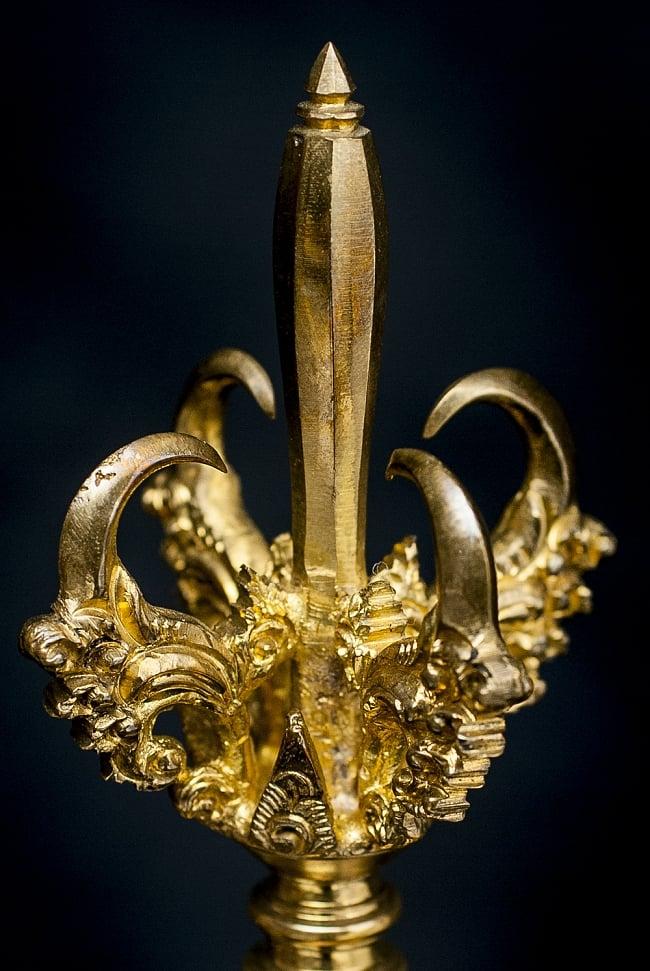 バリのお寺で使われる手持ちベル 2 - 上部の装飾のアップです。シャープで精緻な作り込みになっています。