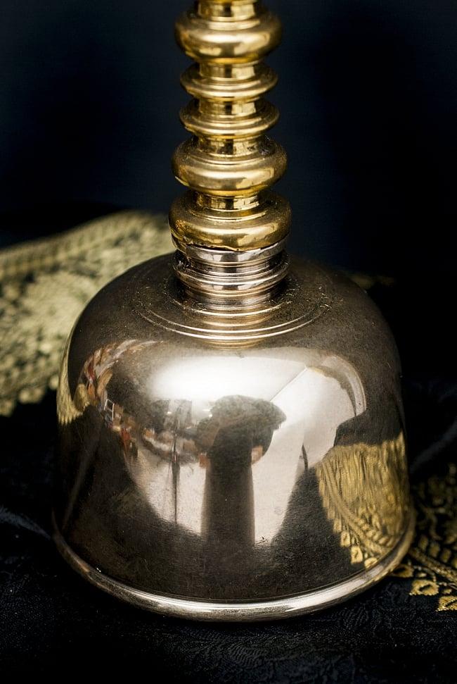 バリのお寺で使われる手持ちベル 4 - ベルの部分になります。