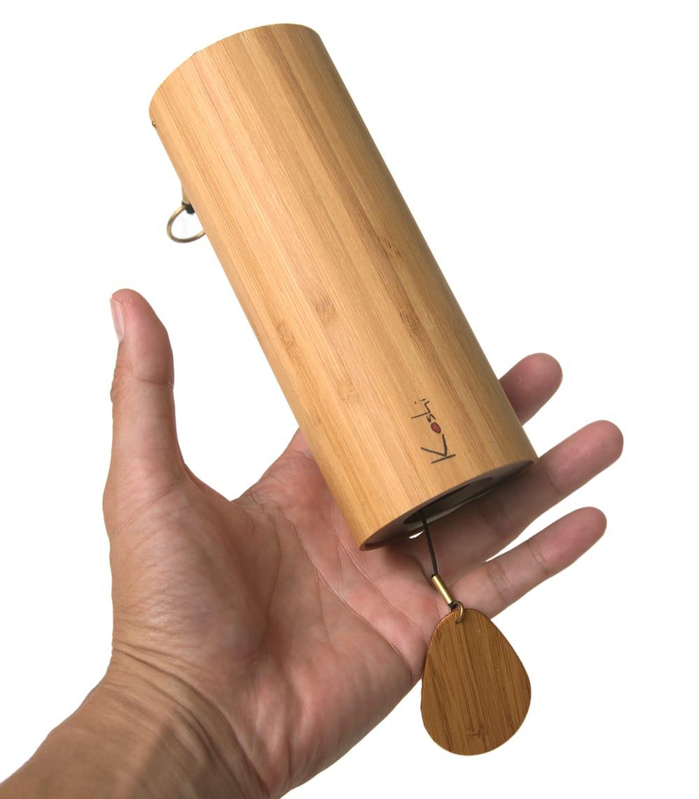 コシ・チャイム Koshi Chime (ヒーリング風鈴) - Aqua 水 4 - サイズ比較のために手に持ってみました