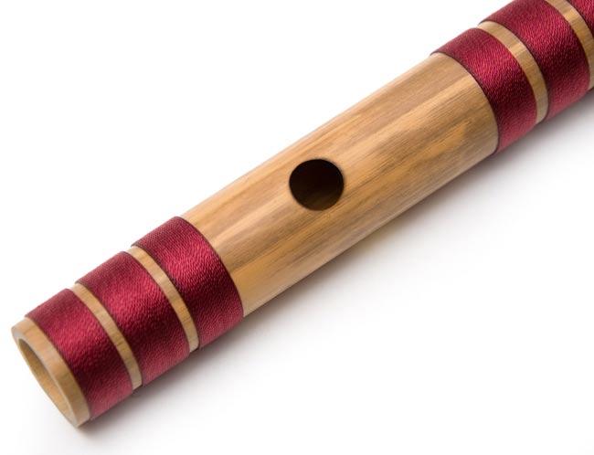 高品質コンサート用バンスリ(BASS A管) 3 - 上部、この穴に口を当てます