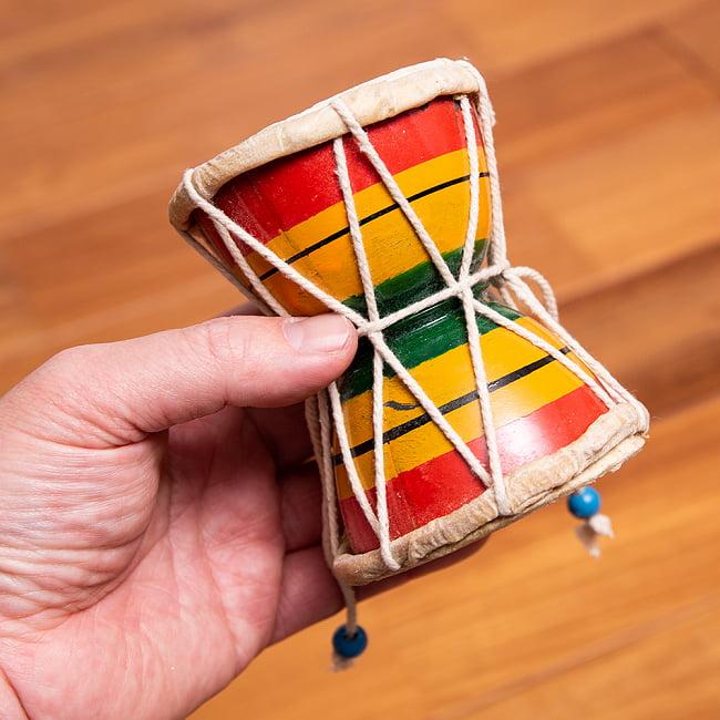 装飾用ダムルー 小 シヴァのでんでん太鼓 4 - 手に取るとこれくらいのサイズです。